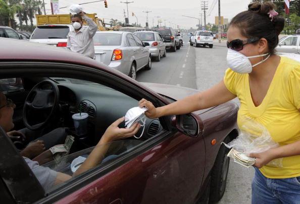 Активизировались вулканы в Эквадоре и Гватемале. Тысячи человек были вынуждены покинуть свои дома, остановлено авиасообщение, закрываются аэропорты, в районах бедствия перекрыты дороги. Фото: STR/AFP/Getty Images