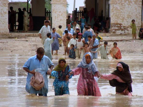 Повені в Пакистані стали причиною численних жертв. Фоторепортаж. Фото: ARIF ALI / RIZWAN TABASSUM / AFP / Getty Images