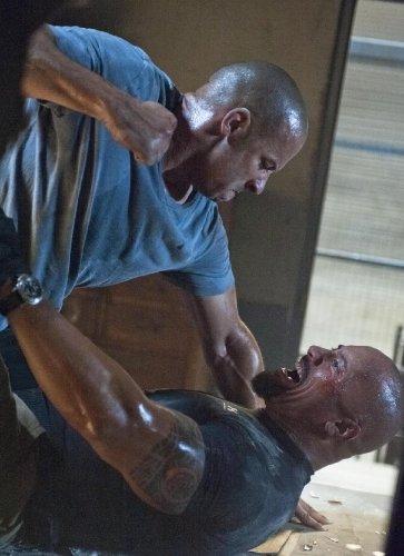 Прем'єра фільму Форсаж 5: Швидка п'ятірка» відбудеться в Україні 28 квітня 2011 року.