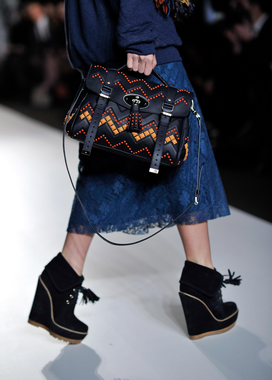 Коллекция осень-зима 2012 от модного дома Mulberry на London Fashion Week. Фото: Gareth Cattermole/Getty Images