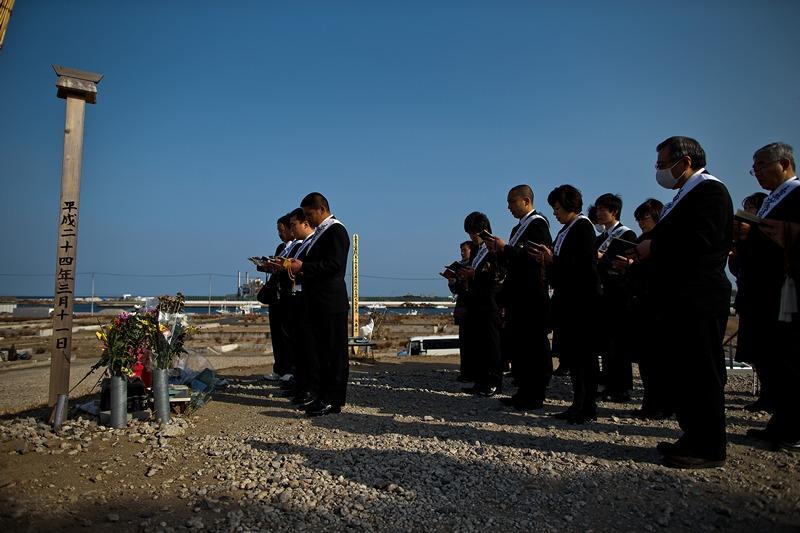 Натора, Японія, 9 березня. У країні поминають жертв цунамі 2011 року, яке забрало понад 18 тис. життів. Фото: Athit Perawongmetha/Getty Images