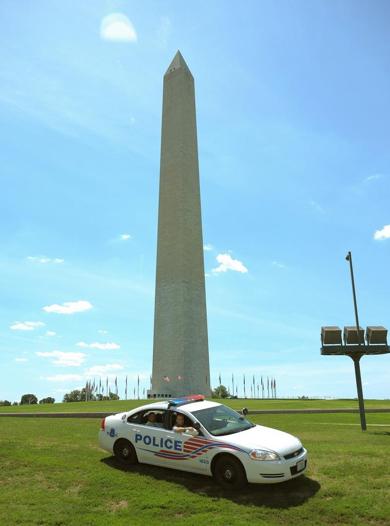 Монумент Вашингтона на Национальном холме 24 августа 2011 в Вашингтоне, округ Колумбия. Памятник закрыт на неопределенное время в результате трещины в верхней части обелиска из-за землетрясения. Фото: Chip Somodevilla / Getty Images