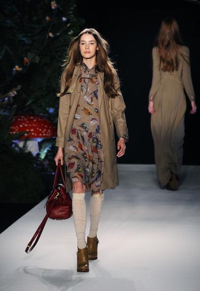 Показ коллекции сумок Mulberry на Неделе моды в Лондоне. Фото CARL DE SOUZA/AFP/Getty Images