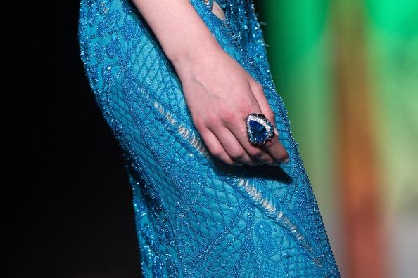 Ювелірні вироби від модного будинку Versace. Фото: Pascal Le Segretain/Getty Images