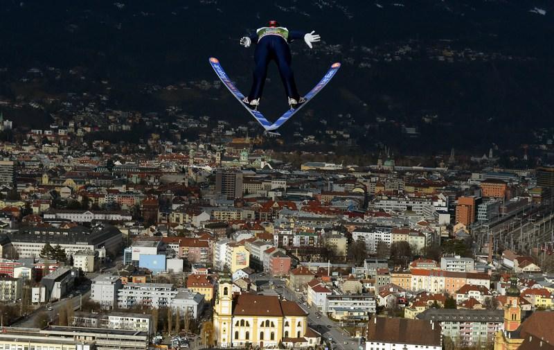 Інсбрук, Австрія, 3січня. Норвежець Андерс Якобсен виконує тренувальний стрибок на 61-му «Турне чотирьох трамплінів». Фото: Lars Baron/Bongarts/Getty Images