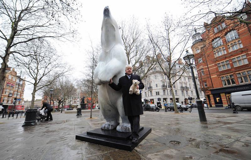 Лондон, Англія, 14січня. У Слоун-сквері встановлено скульптуру «Білий ведмідь Борис» — в країні стартувала кампанія збереження популяції білих ведмедів. Фото: Stuart Wilson/Getty Images