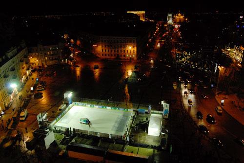 Бесплатный ледовый каток открылся в Киеве на Софиевской площади. Фото: Великая Эпоха