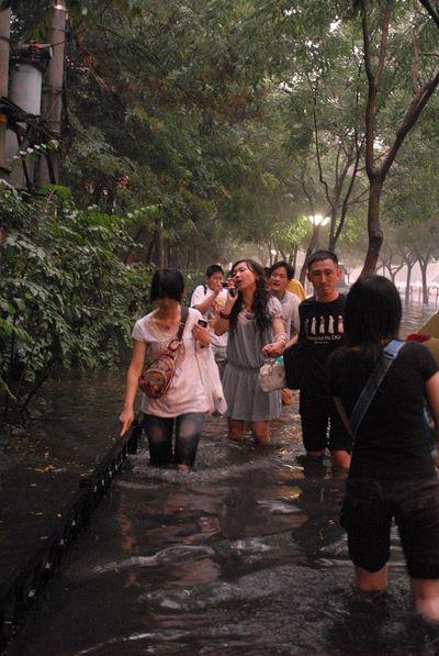 Від безперервних сильних дощів у дев'ятьох південних провінціях Китаю постраждало 17 млн чоловік. Фото з aboluowang.com