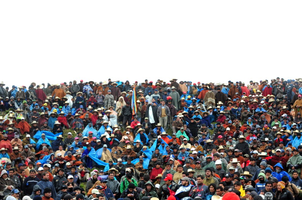 Местные жители утверждают, что строительство рудника разрушит местные источники питьевой воды (озёра) и нанесёт непоправимый вред экологии региона. Фото: ERNESTO BENAVIDES/AFP/Getty Image