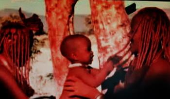 Говорят и показывают младенцы - новый документальный фильм. Режиссер Томас Балмез. Фото сделаны с видиопоказа фрагментов фильма