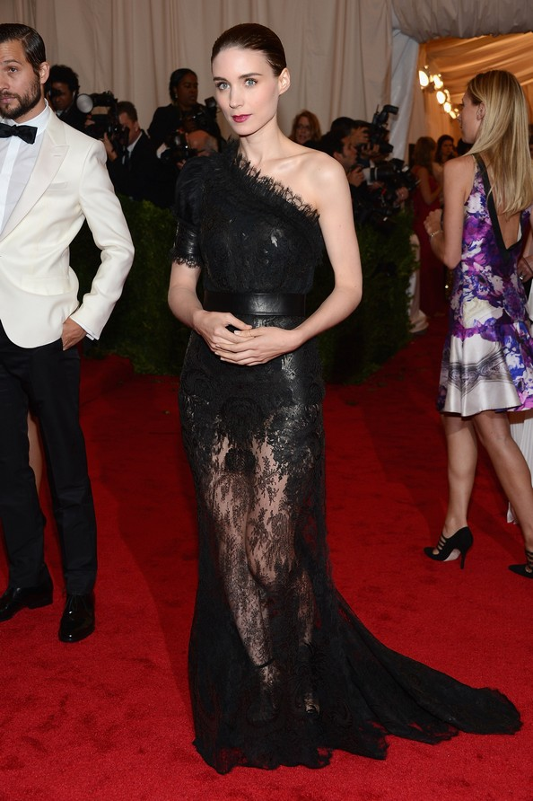 Актриса Руни Мара в платье Givenchy. Фото: Dimitrios Kambouris/Getty Images