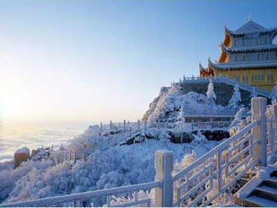 Зимнее утро на вершине Циньдин. Горы Эмэй. Фото с zhengjian.org