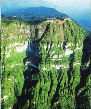 Вершина Цзиньдин. Горы Эмэй. Фото с zhengjian.org