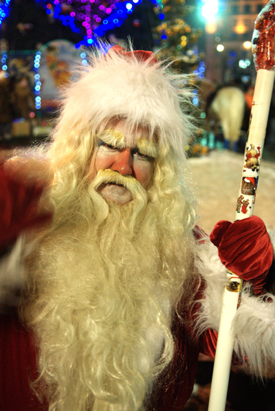 Дед мороз возле главной елки в Киеве. Фото: Владимир Бородин/The Epoch Times