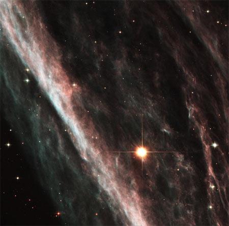 5 июня 2003 г. Туманность Карандаш (NGC 2736), представляющая собой остаток огромной сверхновой. Фото: NASA and The Hubble Heritage Team (STScI/AURA)