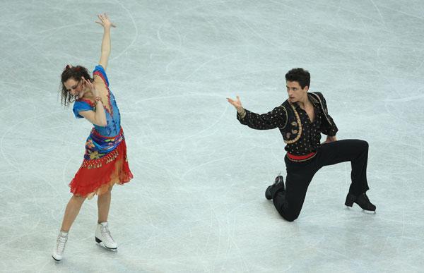 Тесса Вирту/Скотт Муар (Канада) исполняют оригинальный танец (цыганской танец). Фото: Jamie McDonald/Getty Image