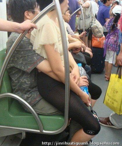 У китайському метро. Фото: kanzhongguo.com