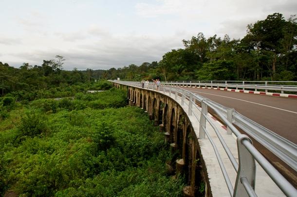Міст через річку Веле. Фото: Олександр Африканець