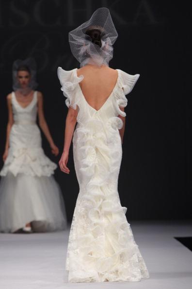 Вот какой видят невесту дизайнеры бренда Badgley Mischka: Свадебные платья по-голливудски от Badgley Mischka. Фото: JP Yim/Getty Images