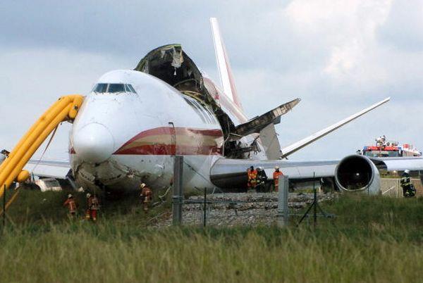 У Брюссельському міжнародному аеропорті (Brussels South Airport) зазнав катастрофи вантажний літак Boeing-747. Фото: BENOIT DOPPAGNE/AFP/Getty Images