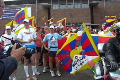 Шествие возглавила колонна спортсменов. Фото: С сайта «Свободная Бирма»