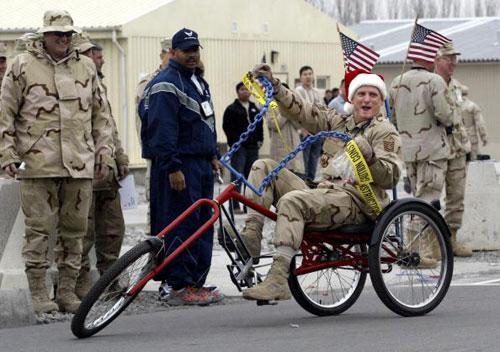 Военнослужащие США отметили День Благодарения. Фото: VYACHESLAV OSELEDKO/AFP/Getty Images