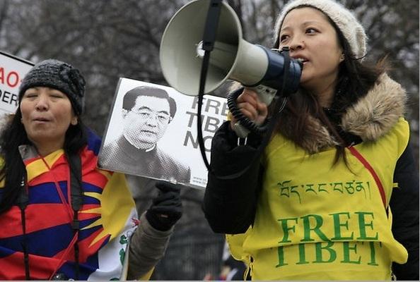 Визит Ху Цзиньтао сопровождался многочисленными протестами различных социальных групп против нарушений прав человека в Китае.Фото: Andrea Hayley/The Eoch Times