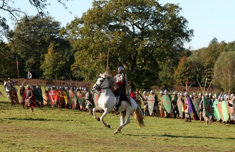 Околиці Гастінгса, Англія, 14жовтня. Ентузіасти історичного товариства відтворили бій 1066року між англосаксами і норманами, що стало вирішальним у завоюванні Англії норманами. Фото: Oli Scarff/Getty Images