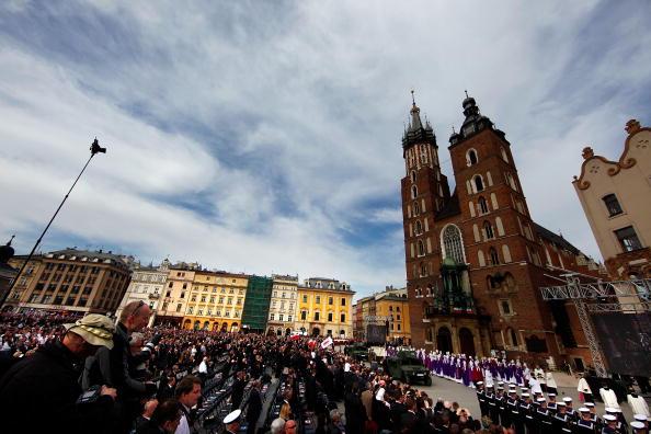 Похороны Леха Качиньского и его жены в замке Вавель, в Кракове. Фоторепортаж. Фото: Carsten Koall/Getty Images