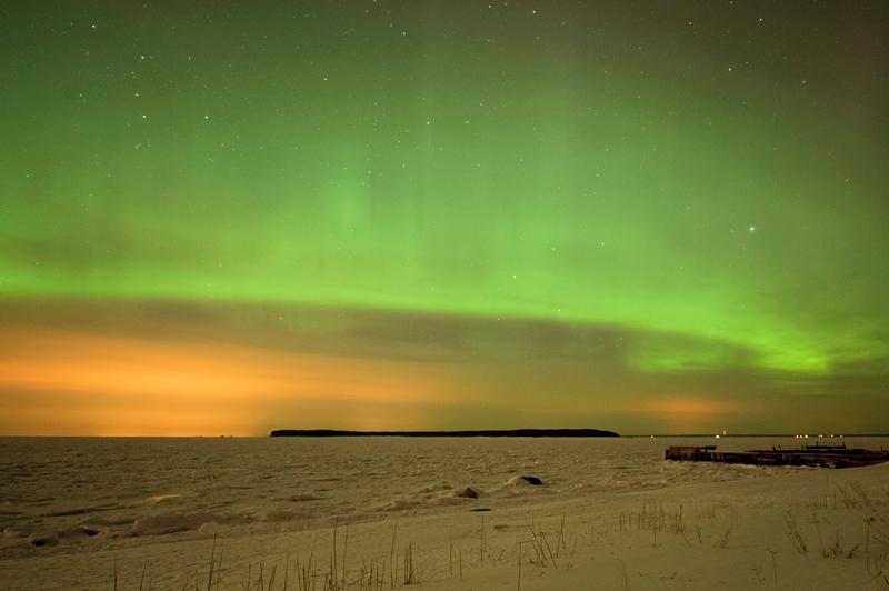 Таллінн, Естонія, 18 березня. Жителі міста спостерігали рідкісне для цих широт явище — північне сяйво. Фото: RAIGO PAJULA/AFP/Getty Images
