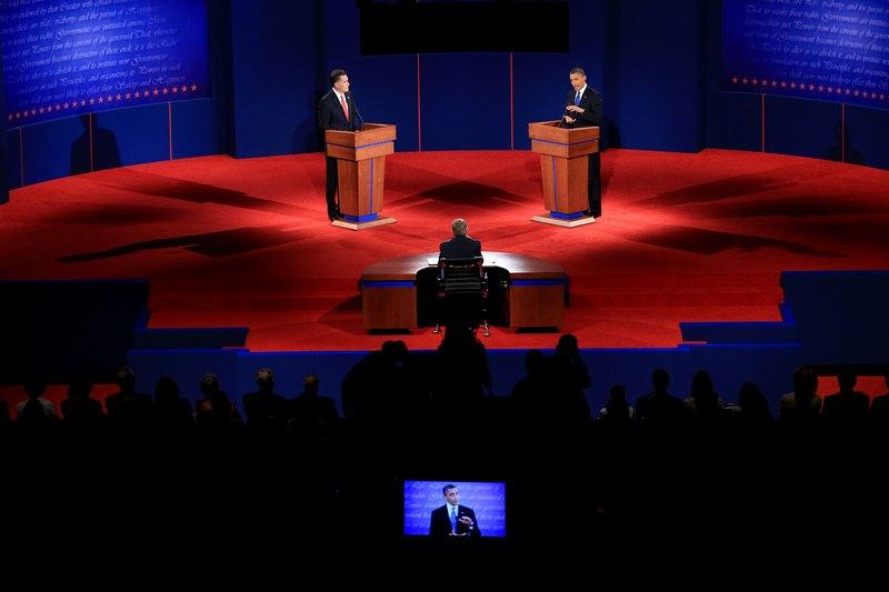 Денвер, США, 3жовтня. У країні почалися передвиборчі дебати. Кандидат у президенти від демократів Барак Обама (праворуч) дискутує з кандидатом від республіканців Міттом Ромні. Фото: Doug Pensinger/Getty Images