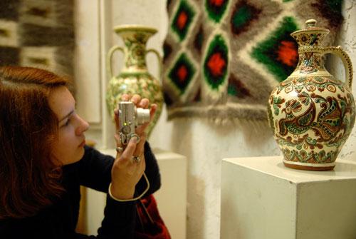 В Киеве открылась выставка произведений мастеров художественной керамики и лижникарства. Фото: Великая Эпоха
