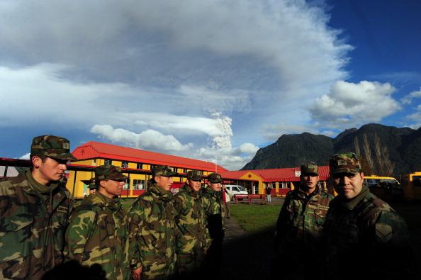 Служба эвакуации в населенном пункте Риньинауе, Чили. Фото: CLAUDIO SANTANA/AFP/Getty Images