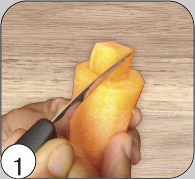 Почистить плотную морковь диаметром не менее 3 см, отрезать прямой кусок размером 8—12 см. Ножом сделать квадратный «хвост» будущей шишке. Далее придать ему овальную форму.
