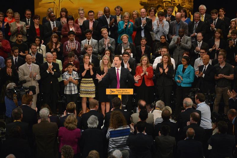 Брайтон, Англія, 26 вересня. Лідер лібералів Нік Клегг виступає на закритті щорічної партійної конференції ліберальних демократів. Фото: Jeff J Mitchell/Getty Images