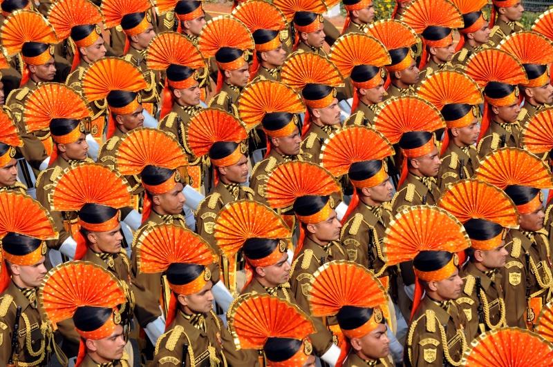 Солдаты в традиционных церемониальных костюмах на параде в честь Дня Республики. Нью-Дели, Индия, 26 января 2012 г. Фото: RAVEENDRAN/AFP/Getty Images