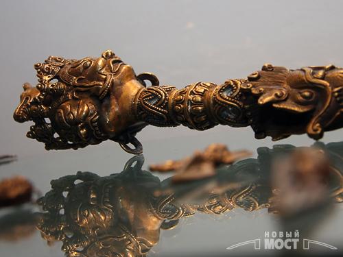 «Дордже Пхурба» - трехгранный кинджал с особой рукояткой. Три грани отсекают три главных омрачения - гнев, привязанность и глупость. Фото: ИА НОВЫЙ МОСТ