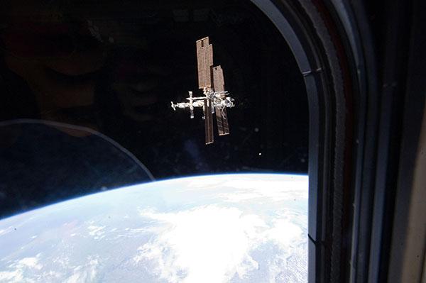 19 июля. Прощальный снимок МКС из иллюминатора шаттла «Атлантис». Фото: nasa.gov