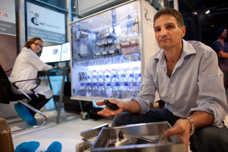Тель-Авів, Ізраїль, 12листопада. Служба безпеки аеропортів збирається використовувати спеціально навчених мишей для пошуку наркотиків та вибухових речовин в багажі пасажирів. Фото: Uriel Sinai/Getty Images
