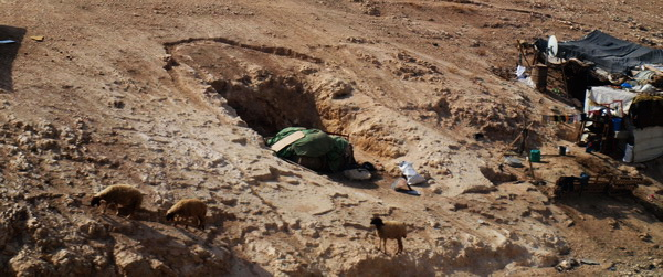 Від Єрусалиму до Афули через Йорданську долину. Місто Маале Адум, бедуїни. Фото: Хава Тор / The Epoch Times