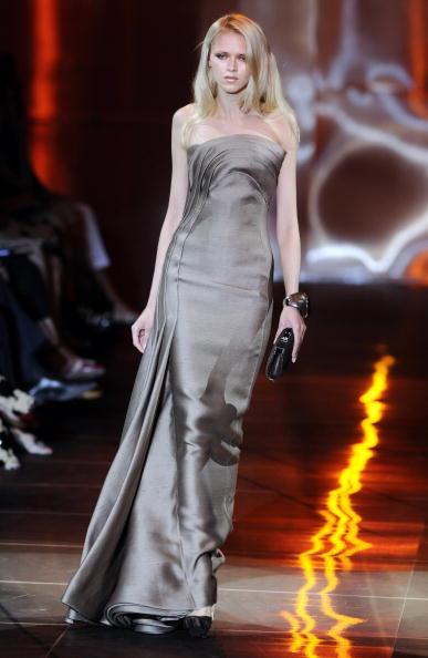 Колекція Armani Prive на Тижні моди Haute Couture сезону осінь-зима 2010-2011 у Парижі. Фото:bertrand Guay/afp/getty Images