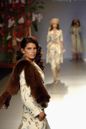 Колекція вбрання від Франсіс Монтесінос. Фото: Carlos Alvarez/Getty Images