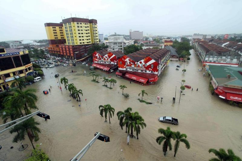 Куантан, Малайзія, 24грудня. Тропічні зливи затопили північну частину країни. Фото: STR/AFP/Getty Images