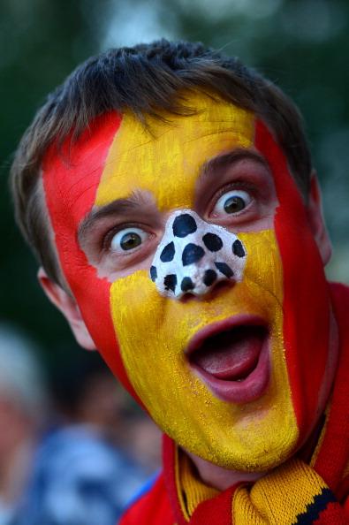 Іспанський уболівальник перед матчем Іспанія — Португалія 27червня 2012в Донецьку. Фото: FRANCK FIFE/AFP/Getty Images