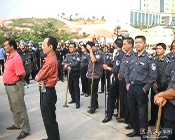 Зіткнення селян із поліцією сталося на півдні Китаю. 30 жовтня 2009 р. Фото з epochtimes.com