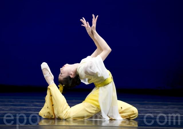 Фотографии с прошлых конкурсов китайского танца, организованных телеканалом NTD. Фото: Великая Эпоха