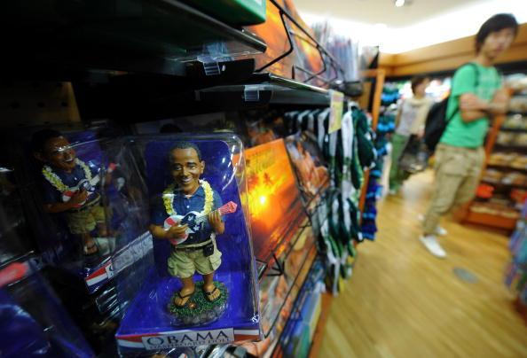 В то время как Президент США Барак Обама вместе с семьей направился отмечать рождество на Гавайи, местные производители игрушек поспешили придать этому событию особое значение – изобрели игрушечного Обаму. Фото: JEWEL SAMAD/AFP/Getty Images