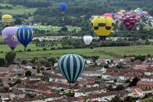 Воздушные шары взлетают в небо Англии. Международная Фиеста Воздушных шаров. Фоторепортаж. Фото: Matt Cardy/Getty Images