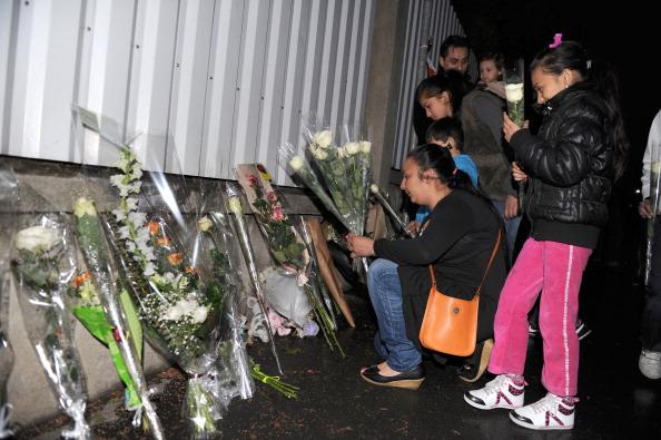 Франция скорбит по погибшим ученикам и преподавателе. Фото: KENZO TRIBOUILLARD/AFP/Getty Images