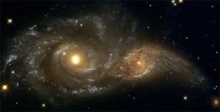4 лютого 2004 р. Вражаюче видовище великого зіткнення двох спіральних галактик. Фото: NASA, ESA, and The Hubble Heritage Team (STScI)